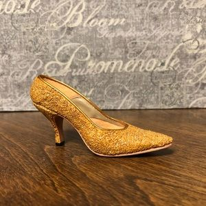 Just The Right Shoe by Raine ~ Golden Stiletto